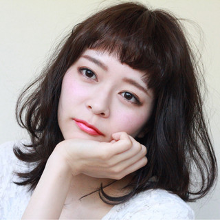 大人かわいい 黒髪 フェミニン ミディアム ヘアスタイルや髪型の写真・画像