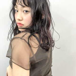 フェミニン ウェットヘア 外ハネ ヘアアレンジ ヘアスタイルや髪型の写真・画像