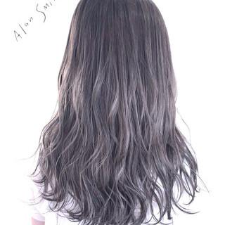 シルバーアッシュ アッシュグレージュ ロング アッシュグレー ヘアスタイルや髪型の写真・画像