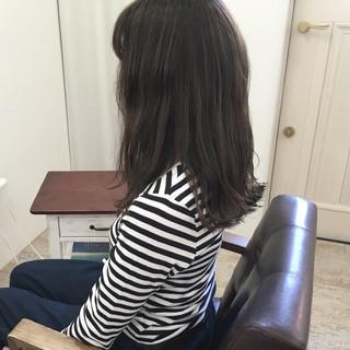 ナチュラル エアリー ウェーブ アッシュ ヘアスタイルや髪型の写真・画像