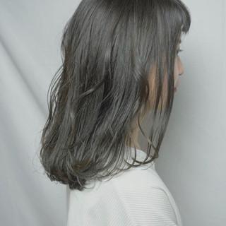 ミディアム フェミニン アウトドア デート ヘアスタイルや髪型の写真・画像