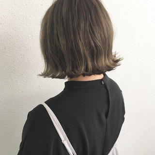 外ハネ ナチュラル グレージュ ボブ ヘアスタイルや髪型の写真・画像