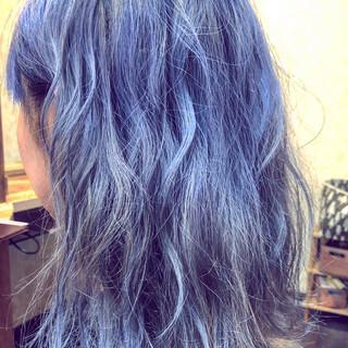 ミディアム ナチュラル ダブルブリーチ アッシュグラデーション ヘアスタイルや髪型の写真・画像