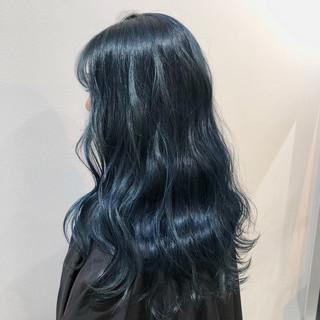 ブルー ダブルカラー ブルーアッシュ モード ヘアスタイルや髪型の写真・画像