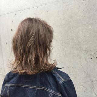 冬 ナチュラル 透明感 グレージュ ヘアスタイルや髪型の写真・画像