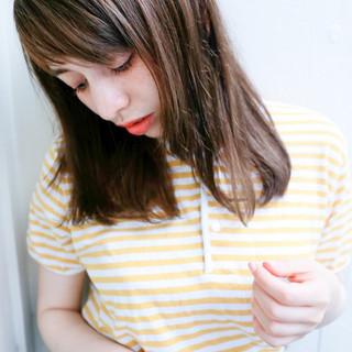 セミロング ピュア アッシュ ワイドバング ヘアスタイルや髪型の写真・画像