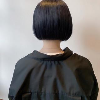 ネイビーアッシュ ネイビーブルー ミニボブ 切りっぱなしボブ ヘアスタイルや髪型の写真・画像