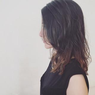グラデーションカラー 外国人風 ウェットヘア セミロング ヘアスタイルや髪型の写真・画像