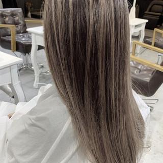 ベージュ セミロング グラデーションカラー 透明感カラー ヘアスタイルや髪型の写真・画像