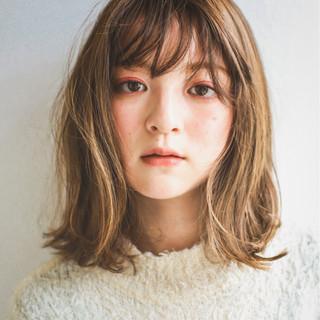 ミルクティー ハイライト ミディアム ニュアンス ヘアスタイルや髪型の写真・画像