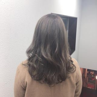 ブリーチ ロング パーマ デート ヘアスタイルや髪型の写真・画像