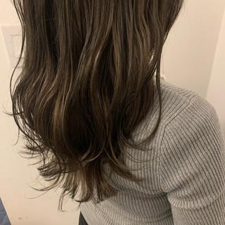 アッシュベージュ ナチュラル 透明感カラー ミルクティーグレージュ ヘアスタイルや髪型の写真・画像