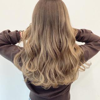 ダブルカラー 春 ベージュ ロング ヘアスタイルや髪型の写真・画像
