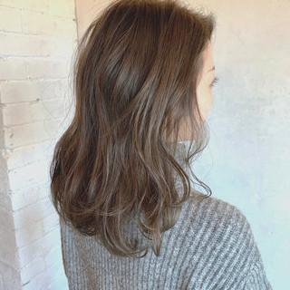アッシュ デジタルパーマ アンニュイほつれヘア ブリーチなし ヘアスタイルや髪型の写真・画像