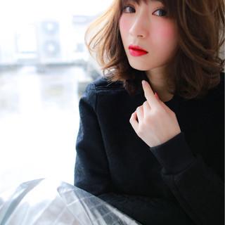 アッシュ フェミニン ミルクティー ミディアム ヘアスタイルや髪型の写真・画像