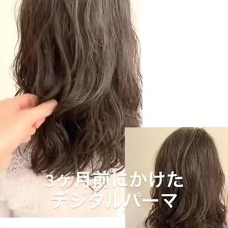 パーマ ナチュラルデジパ グレージュ セミロング ヘアスタイルや髪型の写真・画像