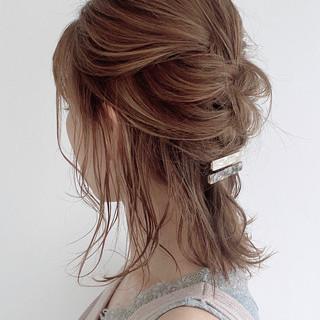 ミディアム ナチュラル セルフヘアアレンジ 編み込み ヘアスタイルや髪型の写真・画像