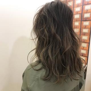 ハイライト セミロング エフォートレス フェミニン ヘアスタイルや髪型の写真・画像