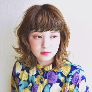 ガーリー グリーン ショートバング ワイドバング ヘアスタイルや髪型の写真・画像