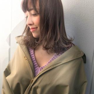 ミディアム 小顔 大人女子 ニュアンス ヘアスタイルや髪型の写真・画像