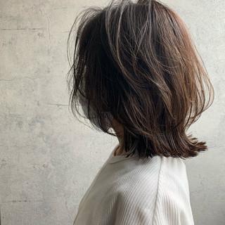 くびれカール くびれボブ ナチュラルウルフ ミディアム ヘアスタイルや髪型の写真・画像