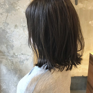 セミロング リラックス 雨の日 アンニュイ ヘアスタイルや髪型の写真・画像