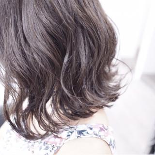暗髪 モード イルミナカラー 外国人風 ヘアスタイルや髪型の写真・画像