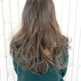 インナーカラー ハイライト ハイトーン グレージュ ヘアスタイルや髪型の写真・画像
