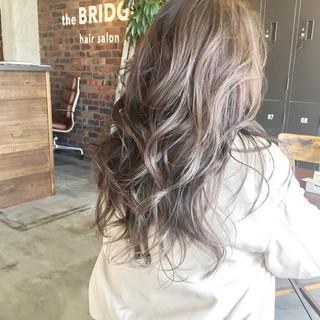外国人風 ハイライト 暗髪 ストリート ヘアスタイルや髪型の写真・画像