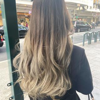 ホワイトグレージュ グレージュ ミルクティーグレージュ ロング ヘアスタイルや髪型の写真・画像