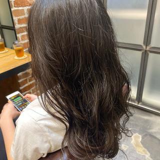 グレージュ アッシュグレージュ ナチュラル ロング ヘアスタイルや髪型の写真・画像