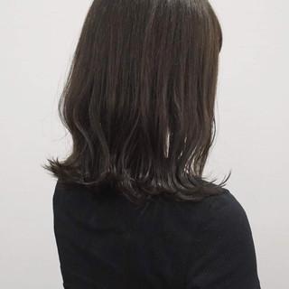 ミディアム 切りっぱなし グレージュ ロブ ヘアスタイルや髪型の写真・画像