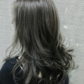 グレージュ ハイライト アッシュ グラデーションカラー ヘアスタイルや髪型の写真・画像