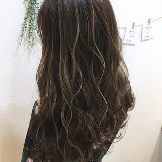 ハイライト グレージュ ガーリー ロング ヘアスタイルや髪型の写真・画像