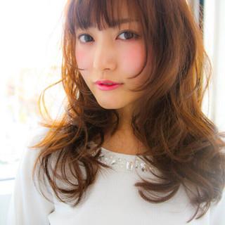 丸顔 セミロング レイヤーカット ガーリー ヘアスタイルや髪型の写真・画像