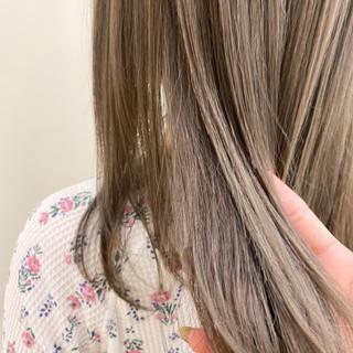 ナチュラル セミロング ミルクティーベージュ ヌーディベージュ ヘアスタイルや髪型の写真・画像