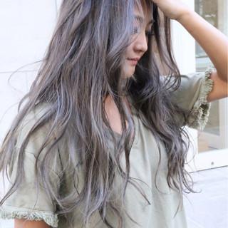 波ウェーブ ナチュラル バレイヤージュ ハイライト ヘアスタイルや髪型の写真・画像