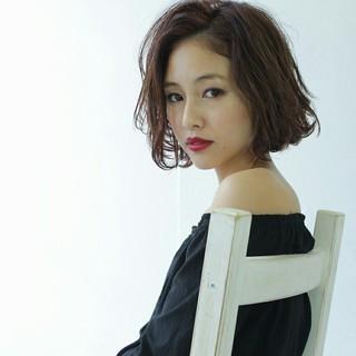 かき上げ前髪 大人かわいい 外国人風 色気 ヘアスタイルや髪型の写真・画像