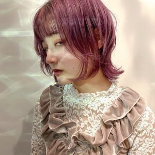 ピンクラベンダー ピンクベージュ ウルフカット ショートヘア ヘアスタイルや髪型の写真・画像