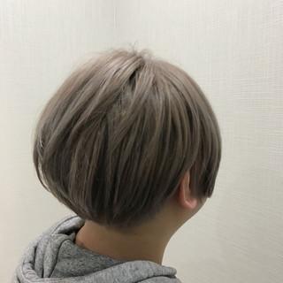 ブリーチ ホワイト ショート ストリート ヘアスタイルや髪型の写真・画像