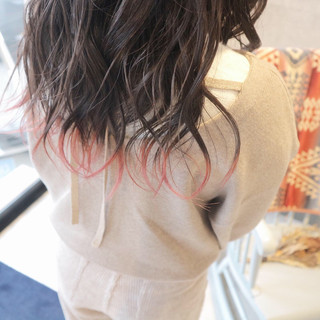 ピンク ベリーピンク ガーリー ブリーチカラー ヘアスタイルや髪型の写真・画像