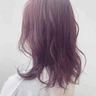 ピンク ピンクバイオレット セミロング 愛され ヘアスタイルや髪型の写真・画像