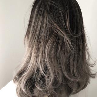 アッシュ ハイライト 外国人風 ホワイトアッシュ ヘアスタイルや髪型の写真・画像