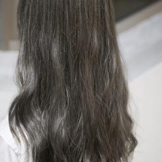 アッシュ 暗髪 外国人風 ナチュラル ヘアスタイルや髪型の写真・画像