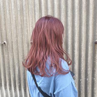 ガーリー レッド ピンク ピンクアッシュ ヘアスタイルや髪型の写真・画像