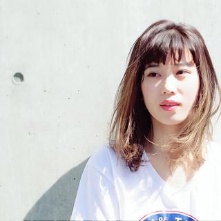 ルーズ ミディアム 透明感 グレージュ ヘアスタイルや髪型の写真・画像