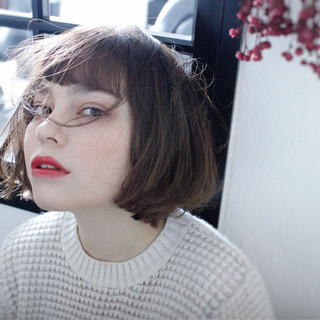 ショート 小顔 ナチュラル ニュアンス ヘアスタイルや髪型の写真・画像