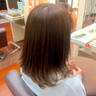 デート セミロング 前髪あり アッシュ ヘアスタイルや髪型の写真・画像