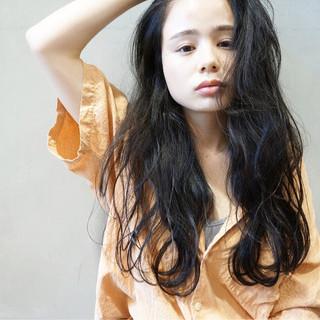 黒髪 アンニュイ ウェーブ ふわふわ ヘアスタイルや髪型の写真・画像
