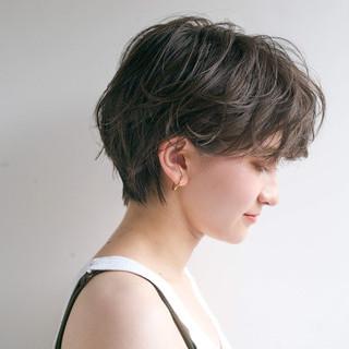 グレージュ 透明感 リラックス ショート ヘアスタイルや髪型の写真・画像
